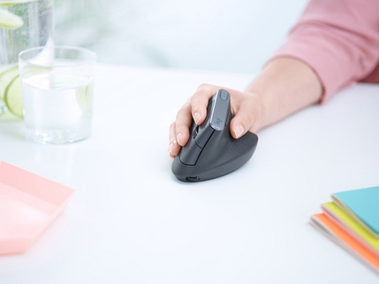 mx-vertical-advanced-ergonomic-mouse-02.jpg